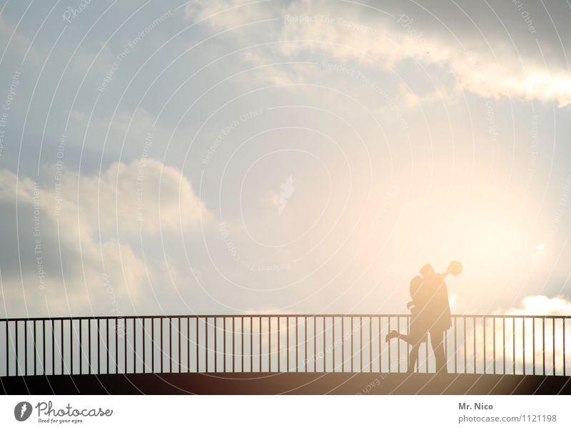 lovestory 6 Lifestyle Freizeit & Hobby Ausflug maskulin feminin Partner 2 Mensch Umwelt Himmel Wolken Klima Schönes Wetter Stadt Brücke Verkehrswege Fußgänger