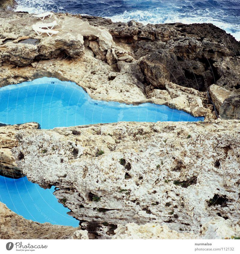 Pool 2 Himmel blau Wasser Meer Sommer Strand Freude Farbe kalt Spielen Wellen Felsen glänzend Haut frisch Wassertropfen