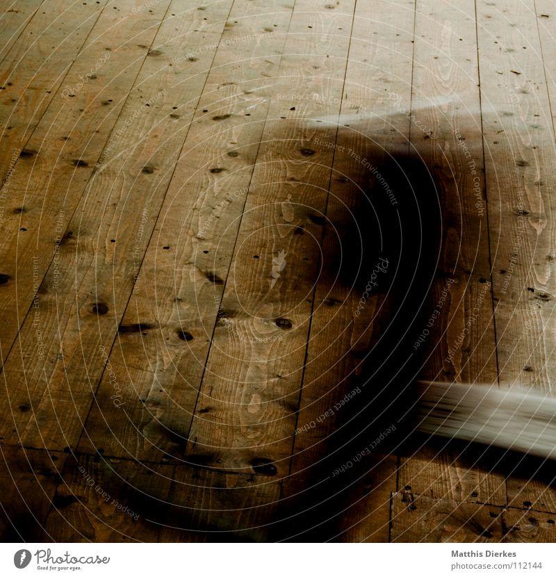 Schaukeln alt schön Farbe ruhig dunkel Fenster Wand Wärme Traurigkeit Holz fliegen Wohnung träumen Häusliches Leben Angst dreckig