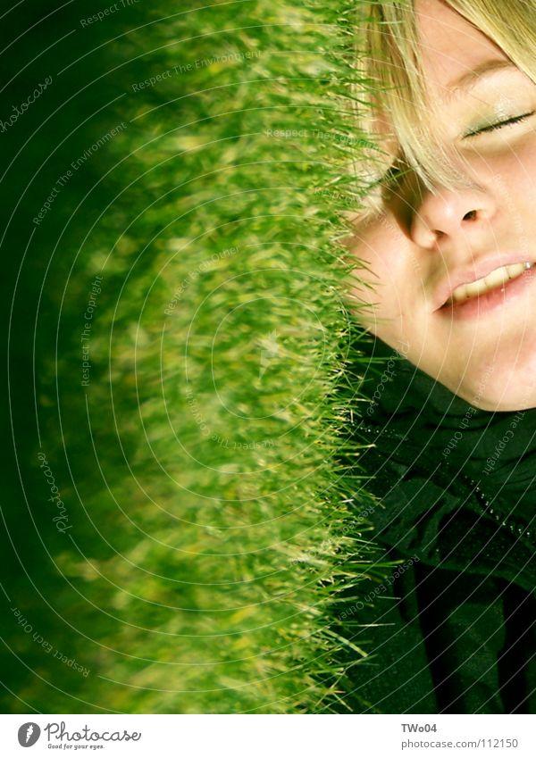 Grasgeflüster Frau Wiese Gras Frühling blond Rasen Halm
