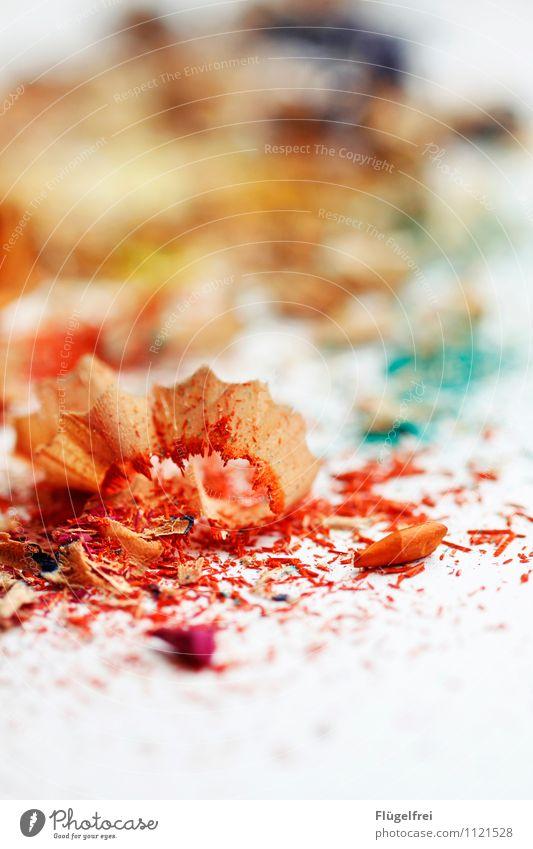 Regenbogen in Bearbeitung Kunst liegen Farbstift Holz Farbstoff regenbogenfarben mehrfarbig Anspitzer Papier Kreativität streichen malen Kindergarten orange rot