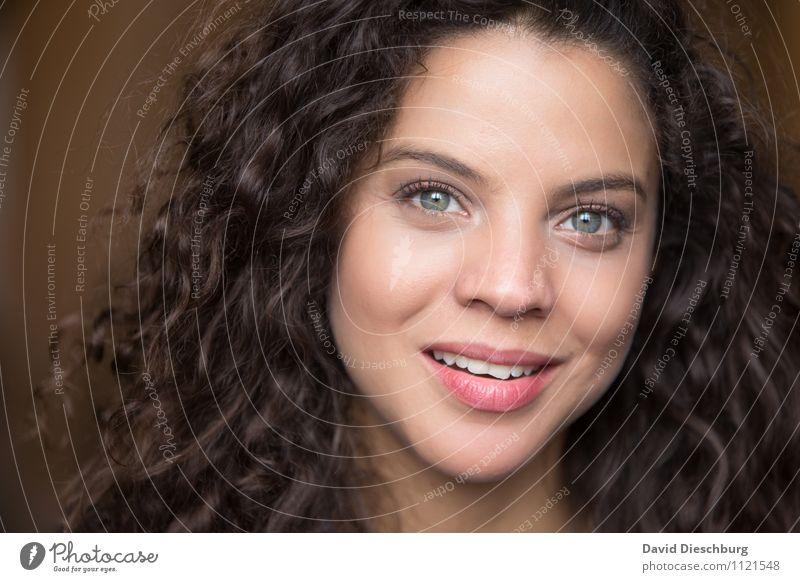 Hey sunshine Mensch Frau Jugendliche schön ruhig 18-30 Jahre Erwachsene Gesicht Auge feminin Glück Kopf Freundschaft authentisch Lächeln Nase