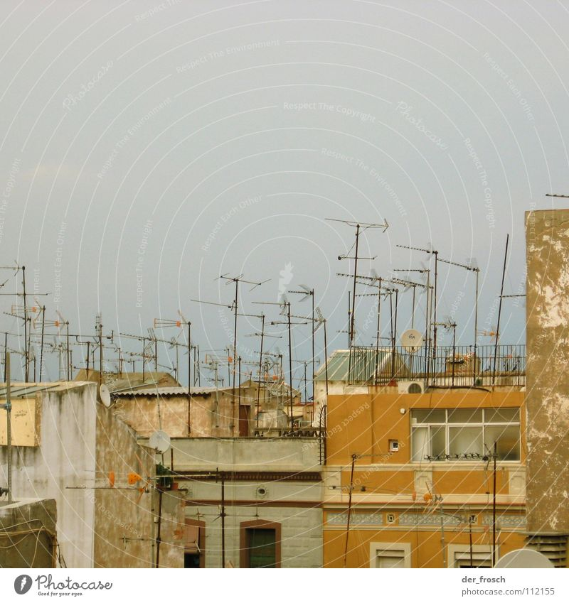 voller empfang Antenne Haus Dach Barcelona Fassade Fernsehen Begrüßung sat receiver Radio barceloneta