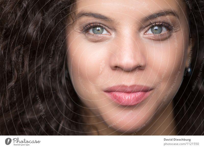 . feminin Junge Frau Jugendliche Erwachsene Haut Kopf Haare & Frisuren Gesicht Auge Nase Mund Lippen 1 Mensch 18-30 Jahre brünett langhaarig Locken dünn