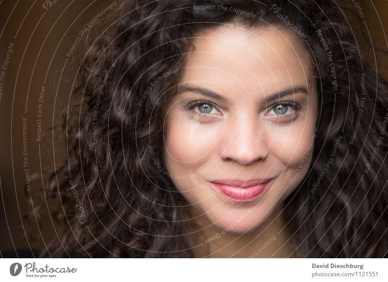 Beautiful Ana II feminin Frau Erwachsene Kopf Haare & Frisuren Gesicht Auge 1 Mensch 18-30 Jahre Jugendliche brünett langhaarig Locken Zufriedenheit