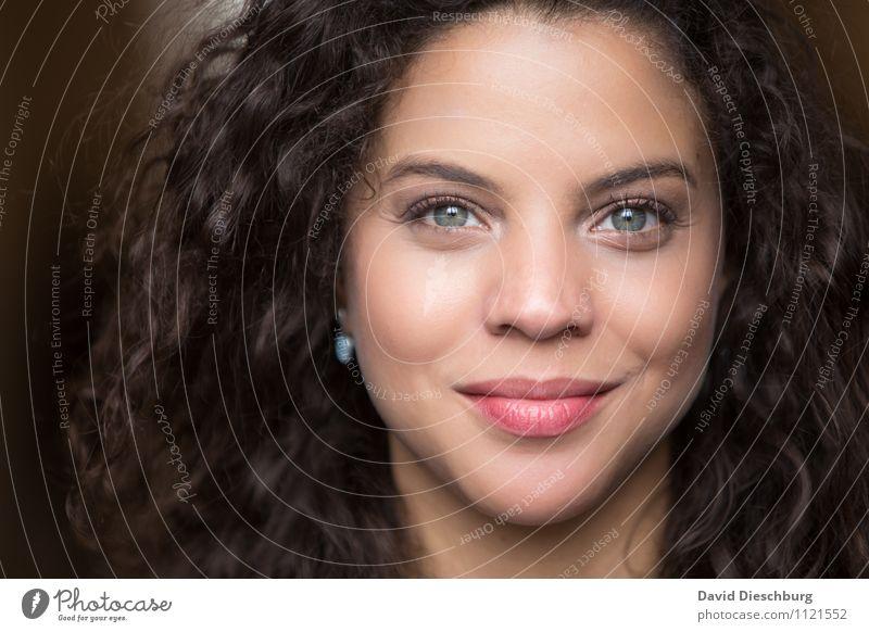 Beautiful Ana VI feminin Frau Erwachsene Kopf Haare & Frisuren Gesicht 1 Mensch 18-30 Jahre Jugendliche brünett Locken Glück Zufriedenheit Akzeptanz Vertrauen