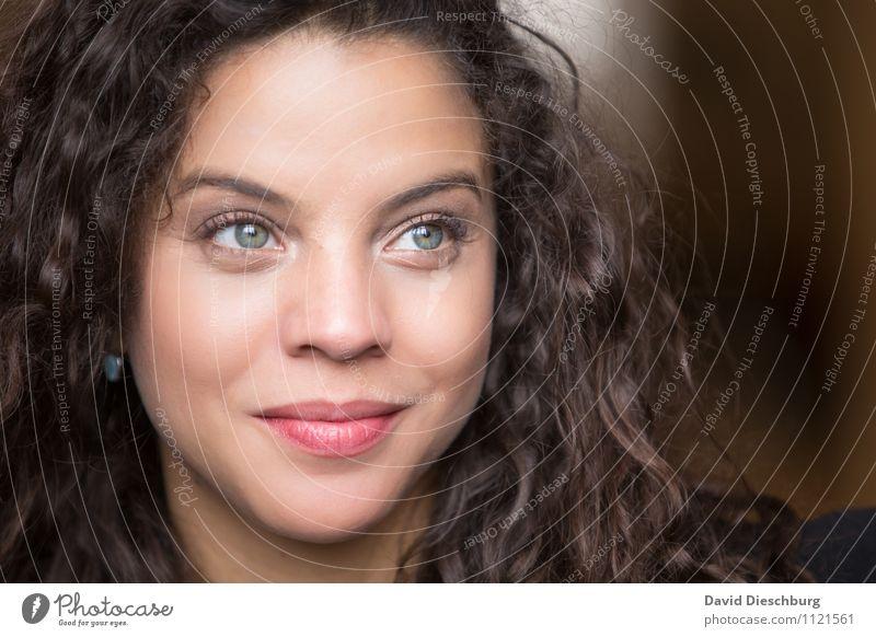 In Gedanken Mensch Frau Jugendliche schön ruhig 18-30 Jahre Erwachsene Gesicht Auge Gefühle feminin Freundschaft träumen Zufriedenheit nachdenklich Perspektive