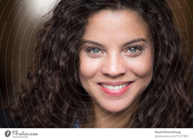 Beautiful Ana feminin Junge Frau Jugendliche Erwachsene Haut Haare & Frisuren Gesicht Auge Nase 18-30 Jahre brünett langhaarig Locken Freude Glück Fröhlichkeit