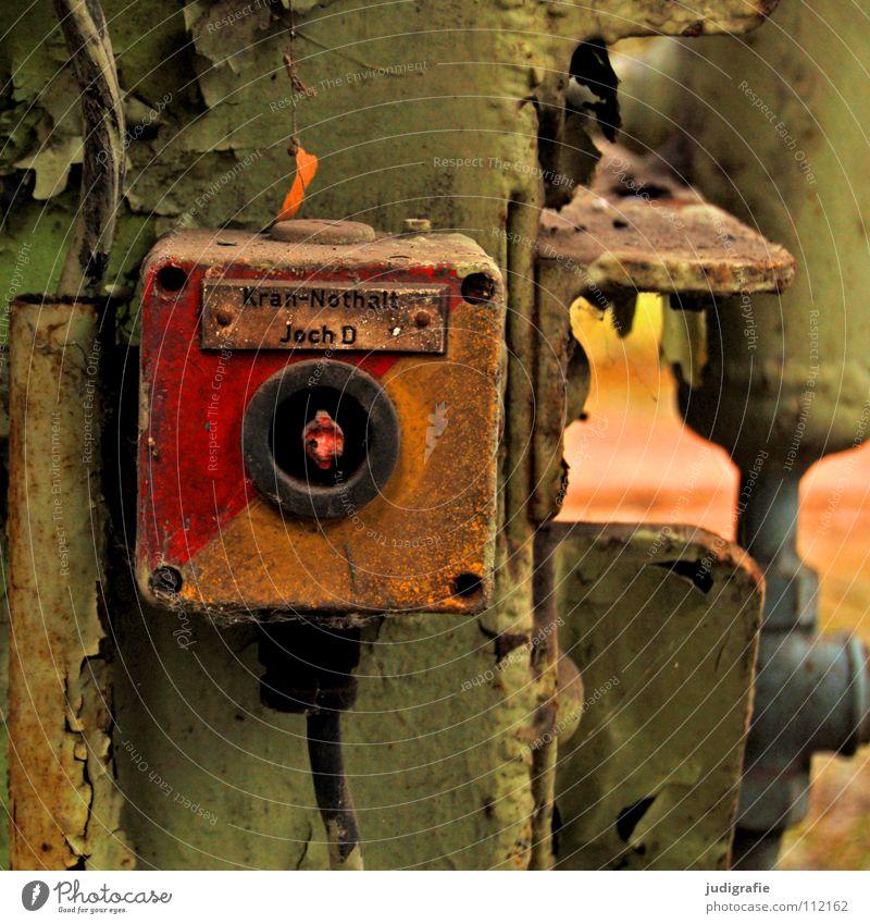 Industrieromantik alt Einsamkeit Farbe leer Industrie Energiewirtschaft Elektrizität Kabel Schriftzeichen verfallen Typographie Konstruktion Leitung Text Schalter abblättern