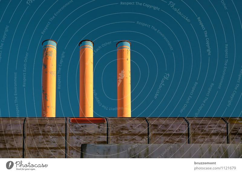 Lernfabrik Technik & Technologie Energiewirtschaft Umwelt Himmel Wolkenloser Himmel Fabrik Gebäude Architektur Mauer Wand Dach Schornstein blau orange
