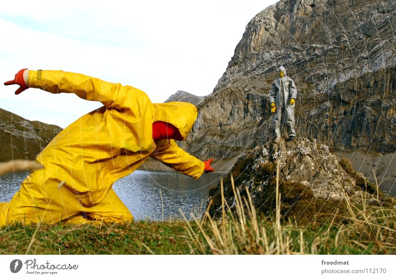 gelb™ points grau™ Kannen Schweiz dumm See Wolken Anzug Kunst Aktion Performance Kommunizieren Alpen Freude Wasser Perspektive zeigen Surrealismus Landschaft