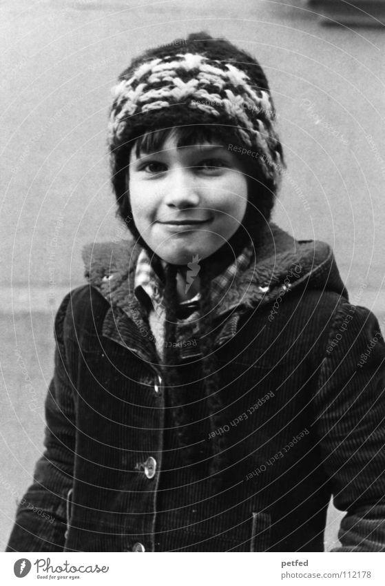 1980 Kind Jahr schwarz weiß Winter klug Mütze Mantel Vergangenheit Siebziger Jahre Achtziger Jahre Mädchen Mut selbstbewußt Fröhlichkeit einzigartig