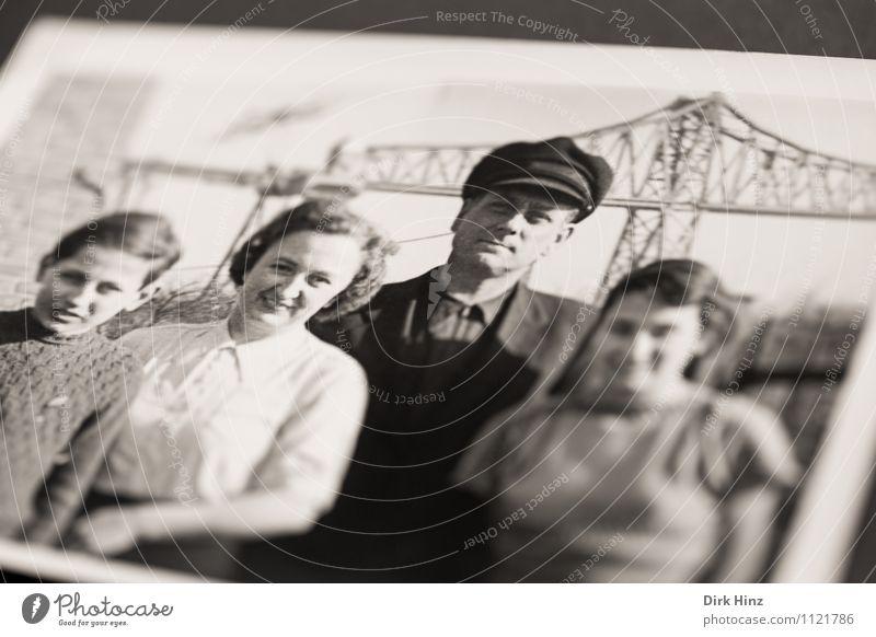 Wir hatten viel Spaß! Mensch alt Gefühle Stimmung Menschengruppe Familie & Verwandtschaft Kindheit Fotografie retro Kindheitserinnerung Vergangenheit Nostalgie