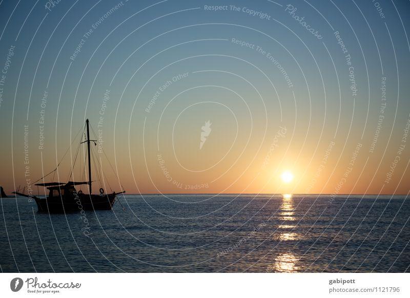 Frühmorgens etwas später Ferien & Urlaub & Reisen blau Sommer Sonne Erholung Meer Landschaft ruhig Strand Ferne Freiheit orange Zufriedenheit Tourismus Ausflug