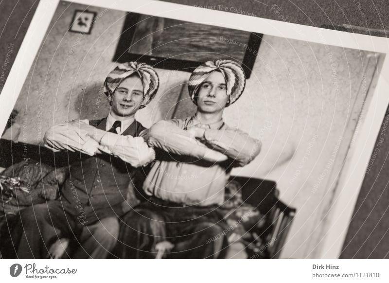Werner & Klaus haben Spaß! Mensch Jugendliche Mann alt Freude 18-30 Jahre Erwachsene Leben Gefühle Feste & Feiern Stimmung Freundschaft maskulin Kindheit
