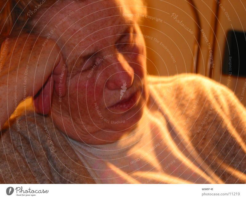 Pause Frau alt ruhig schlafen