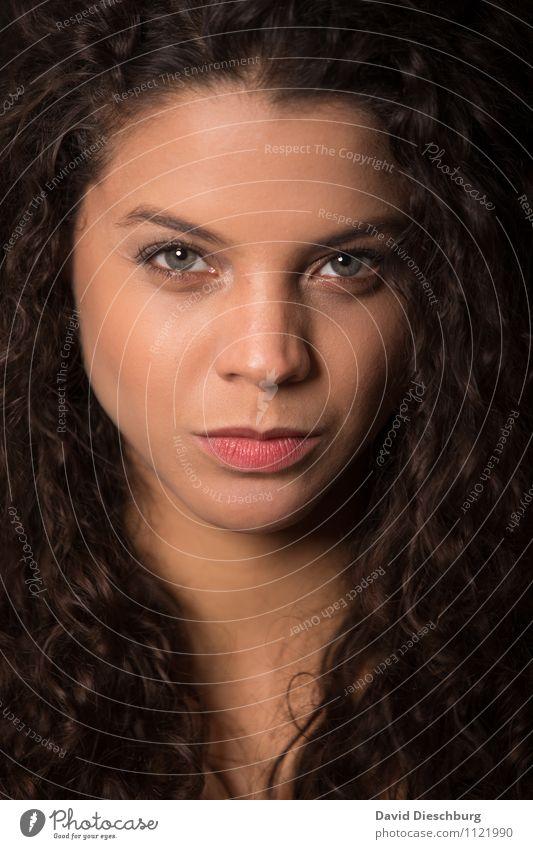 Zweites Gesicht Mensch Frau Jugendliche 18-30 Jahre Erwachsene Gefühle feminin Haare & Frisuren Kopf Kraft authentisch Wut brünett Locken langhaarig