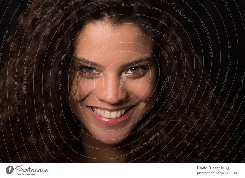 Beautiful Ana V feminin Frau Erwachsene Kopf Haare & Frisuren Gesicht 1 Mensch 18-30 Jahre Jugendliche brünett langhaarig Locken Lächeln lachen Freude Glück