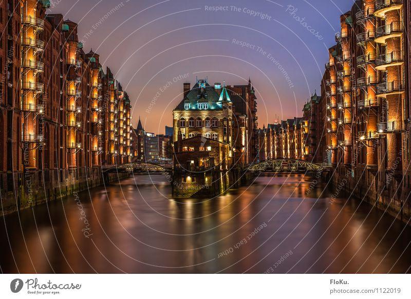 Postkarte aus Hamburg Wasser Fluss Elbe Stadt Hafenstadt Stadtzentrum Altstadt Haus Industrieanlage Burg oder Schloss Brücke Bauwerk Gebäude Architektur Mauer