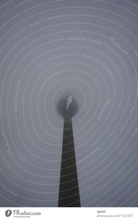 grey sky Luft schlechtes Wetter Nebel Berlin Hauptstadt Stadtzentrum Menschenleer Bauwerk Sehenswürdigkeit Wahrzeichen Funkturm ästhetisch Mittelpunkt