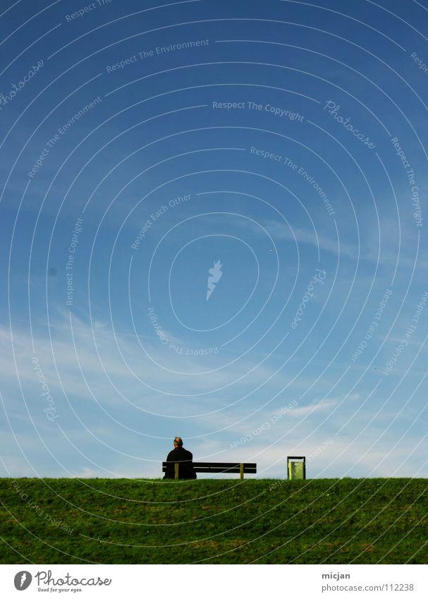 Alone Wiese Deich Sitzgelegenheit Pause Mann Frau Müllbehälter schön harmonisch Wolken träumen Erholung Horizont vertraut verheiratet ruhig klein groß Platz