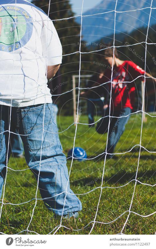 Fußball Tor Mensch Kind Natur Sommer Sonne Bewegung Junge Sport Spielen Freundschaft maskulin Freizeit & Hobby Kindheit Sportmannschaft Team