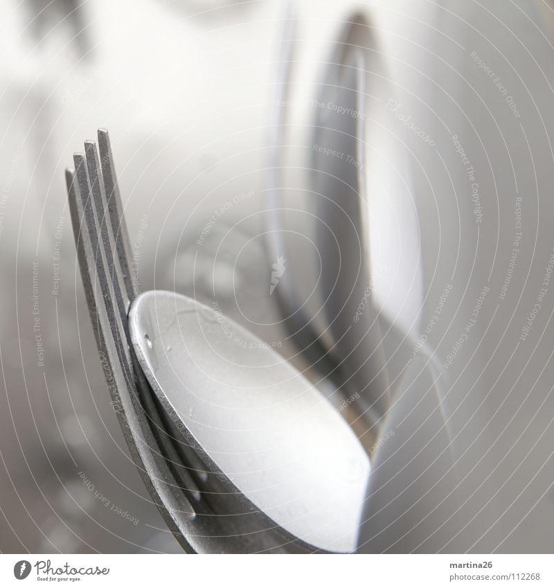 Besteck – äh, Kunst! Löffel Gabel kalt Skulptur Stillleben Haushalt Kunsthandwerk Makroaufnahme Nahaufnahme silber metallic Tiefenunschärfe spoon fork silver