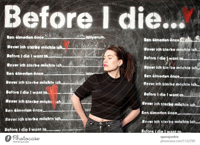 Before i die Mensch Jugendliche weiß Junge Frau Erotik 18-30 Jahre dunkel schwarz Erwachsene Wand Traurigkeit Graffiti Gefühle feminin Mauer Glück