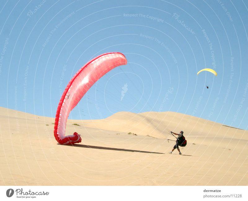 Up and away Sport Wind fliegen Wüste Fallschirm Stranddüne Gleitschirmfliegen Extremsport
