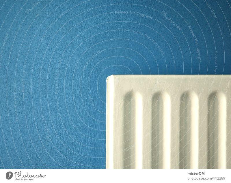 Ich mach dich heiß.. blau weiß Winter ruhig Haus Farbe Herbst kalt Wand Wärme springen Gebäude Mauer Wohnung Arme Gold