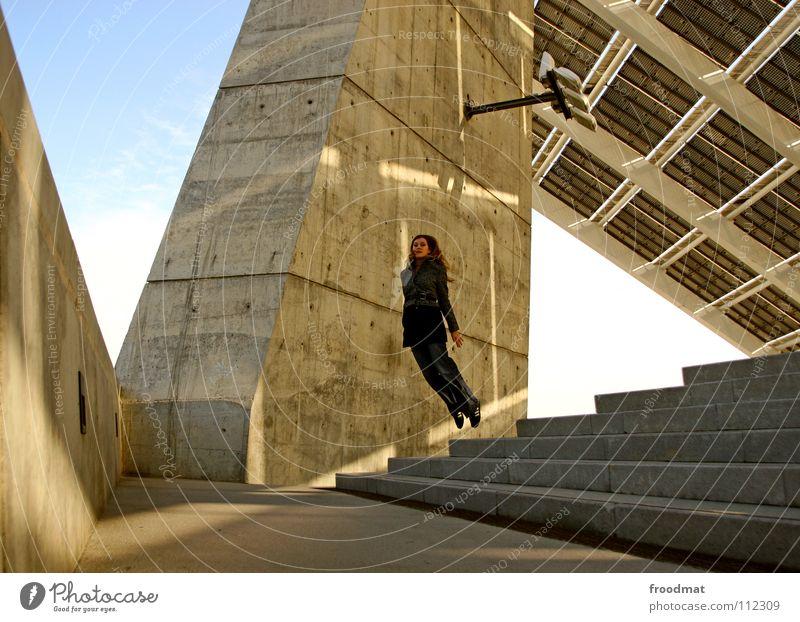 Floating Frau Himmel schön Sonne Freude Glück springen Wärme Linie Beleuchtung Zufriedenheit Beton fliegen Treppe frei