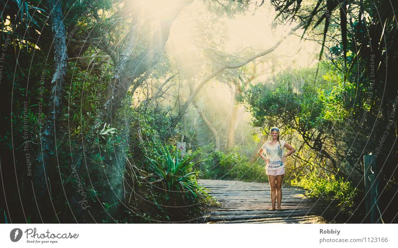 Ein Fräulein steht im Walde... Mensch Frau Natur Ferien & Urlaub & Reisen Pflanze grün Sommer Baum Erholung Landschaft Erwachsene natürlich Garten Park Idylle