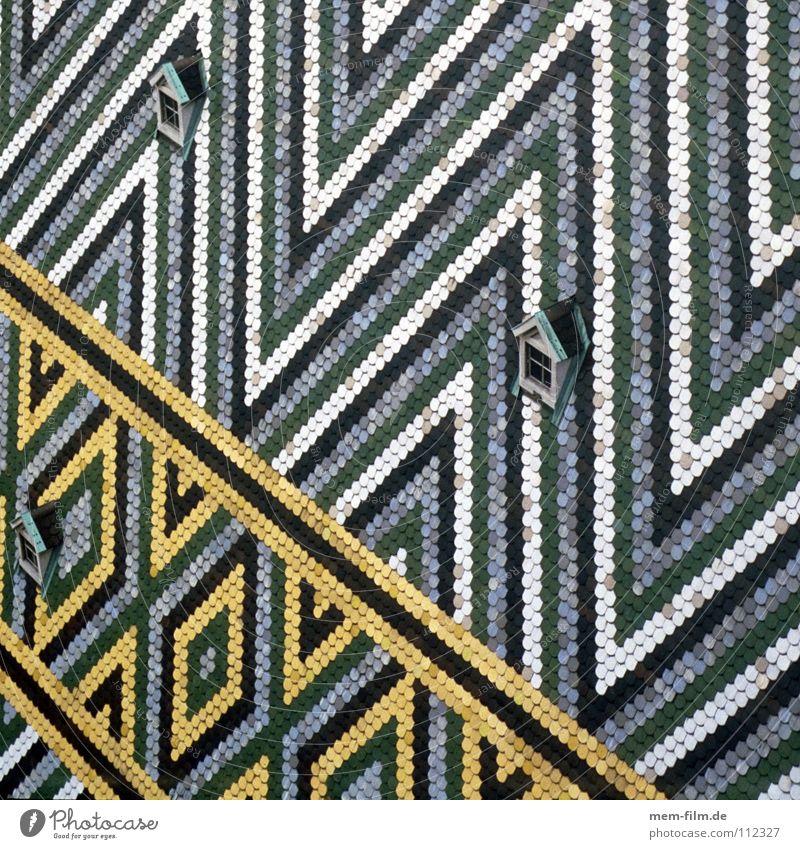 dachdreieck II Wien Backstein Dach mehrfarbig Dachziegel Dreieck weiß grün gelb Dachfenster Dachgaube Muster Streifen Design Österreich Detailaufnahme