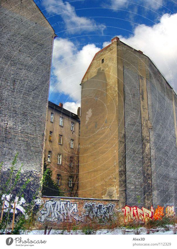 Berliner Hinterhof Winter Wand Graffiti Friedrichshain