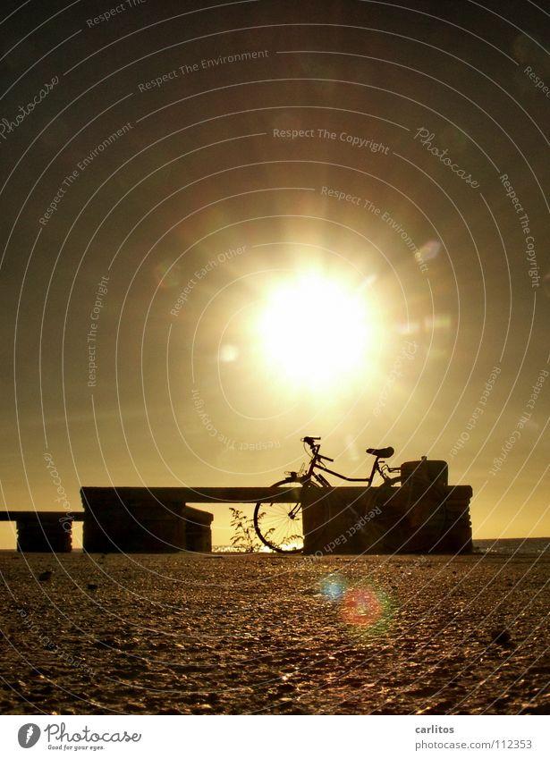 Das Rad des Waisen Spanien Balearen Mallorca Meer Wellen Brandung tauchen frei Ferien & Urlaub & Reisen Aussteiger resignieren Ruhestand Sommer Sonnenuntergang