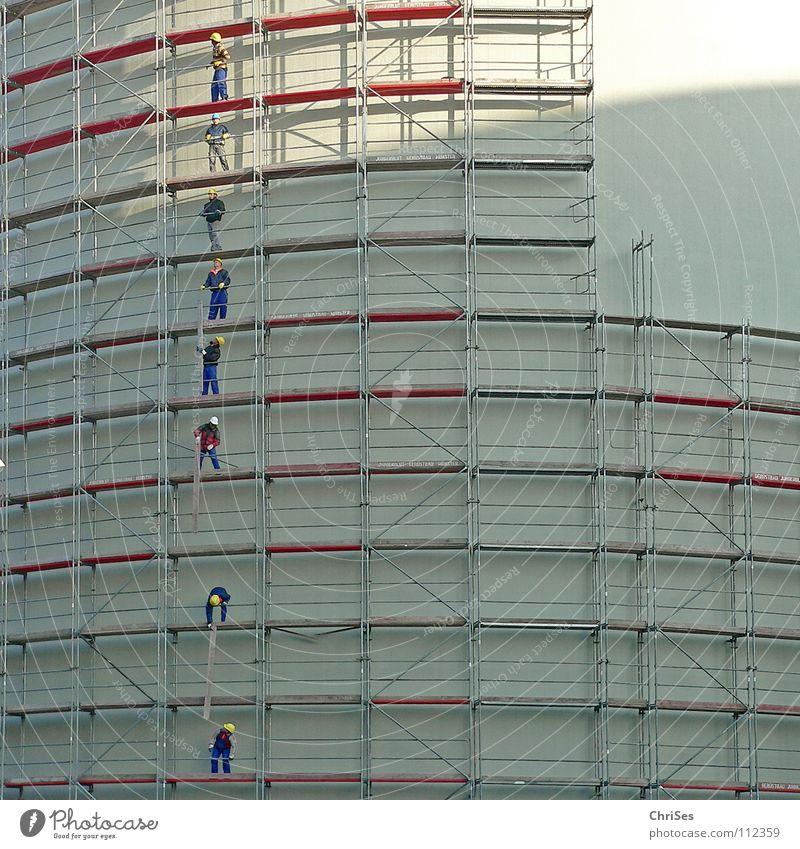 Men at work : Münster alter Kohlebunker_01 Arbeit & Erwerbstätigkeit Arbeiter Renovieren Zerreißen einrichten Handwerk Eisenstangen Holz streichen Reinigen