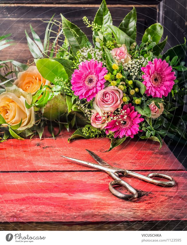 Alte Schere und Blumenstrauß Natur Pflanze Blume gelb Stil Hintergrundbild Feste & Feiern Garten Design Dekoration & Verzierung elegant Geburtstag Tisch Geschenk retro Rose