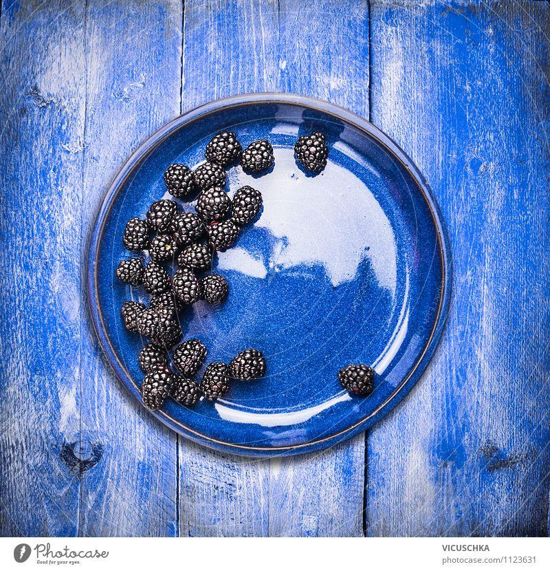 Brombeeren in blauer Teller Natur Sommer Gesunde Ernährung Leben Stil Hintergrundbild Garten Lebensmittel Lifestyle Frucht Design frisch Ernte Frühstück