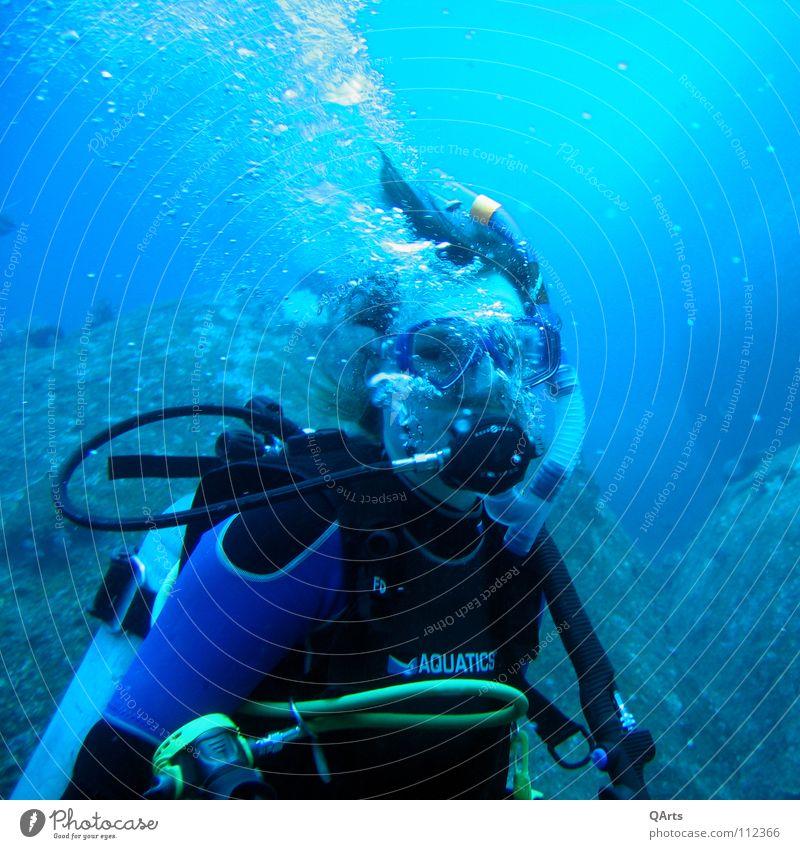 Diver with Bubbles III tauchen Shorty Wasser Meer See Schnorcheln atmen Luft Sauerstoff Korallen Thailand Wassersport Sport Spielen Diving Water Ocean Sea blue