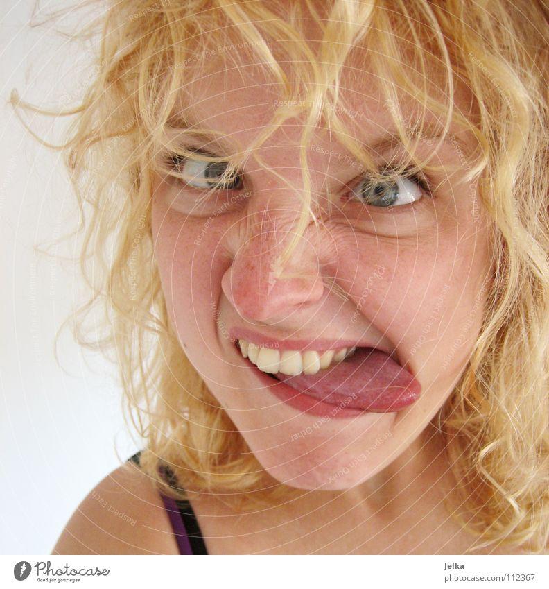 a little bit crazy Mensch Frau Gesicht Erwachsene Auge Haare & Frisuren Stimmung blond Mund Locken Gesichtsausdruck Zunge Grimasse Schielen lockig Porträt