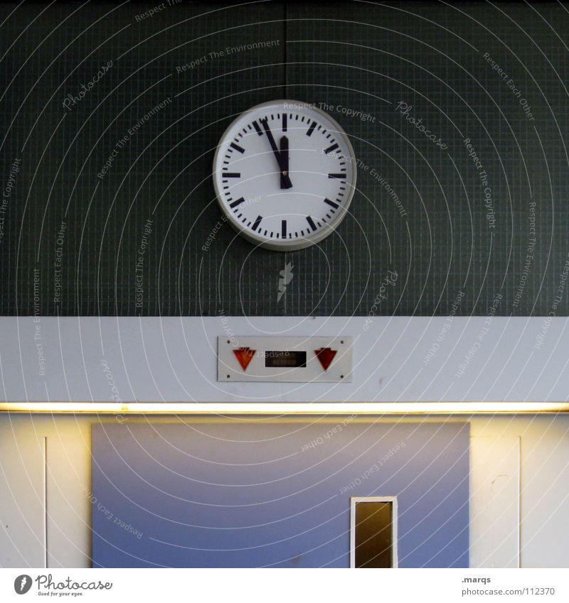 Es wird Zeit blau rot schwarz oben Business Arbeit & Erwerbstätigkeit Tür Beleuchtung warten Uhr Studium Pause Technik & Technologie Kommunizieren Ziel