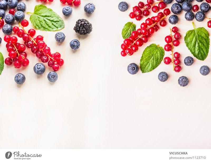 Garten Sommer Berren auf weißem Tisch Lebensmittel Frucht Ernährung Frühstück Bioprodukte Vegetarische Ernährung Diät Saft Lifestyle Stil Design