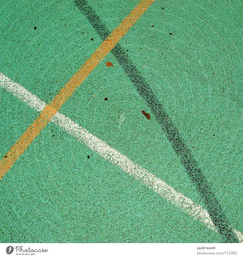 VfL Linie kreuzen Spielfeld Treffpunkt gebraucht Linienstärke Oberfläche Bodenbelag Kurve Achse Verabredung Bogen Detailaufnahme abstrakt Strukturen & Formen