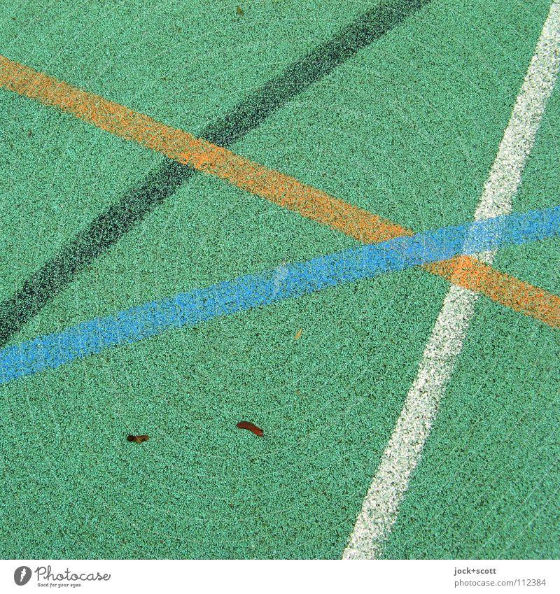 DJK Linie kreuzen Spielfeld Treffpunkt gebraucht Linienstärke Oberfläche Bodenbelag Kurve Achse Bogen abstrakt Detailaufnahme Strukturen & Formen