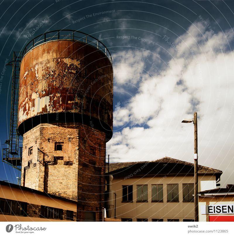 Altes Eisen Himmel Stadt alt Wolken Haus Fenster Wand Architektur Gebäude Mauer Deutschland oben Metall trist hoch groß