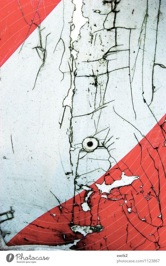 Spion blau weiß rot schwarz Schilder & Markierungen Hinweisschild Vergänglichkeit Verfall Riss Loch bizarr Zerstörung Warnschild Verkehrszeichen Türspion
