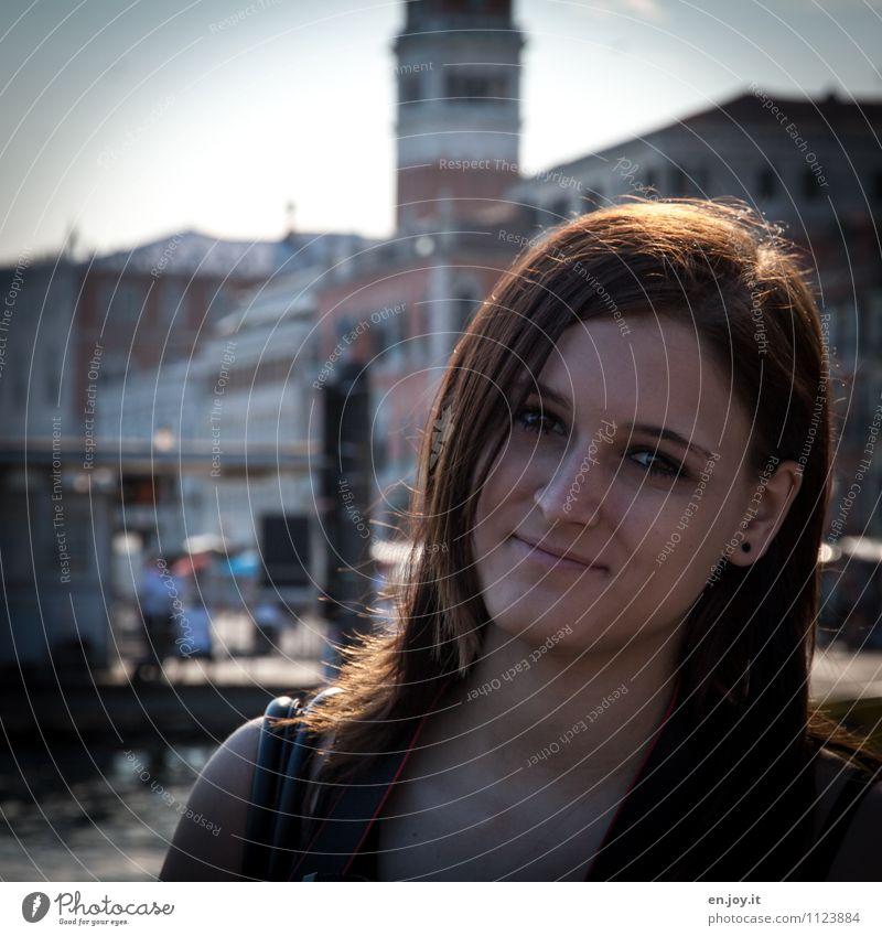 endlich Urlaub Ferien & Urlaub & Reisen Tourismus Sightseeing Städtereise Sommer Sommerurlaub feminin Junge Frau Jugendliche Erwachsene Kopf 1 Mensch