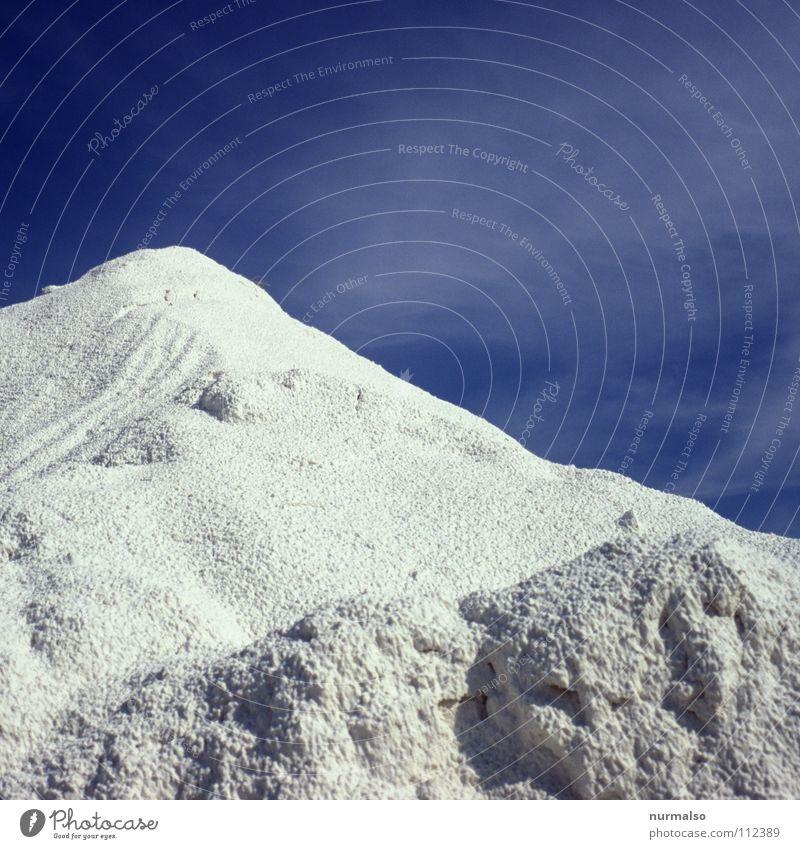 Schnee mal anders Ferien & Urlaub & Reisen blau weiß Freude Winter kalt Berge u. Gebirge Wärme Spielen Feld Wachstum Erde trist hoch Spitze