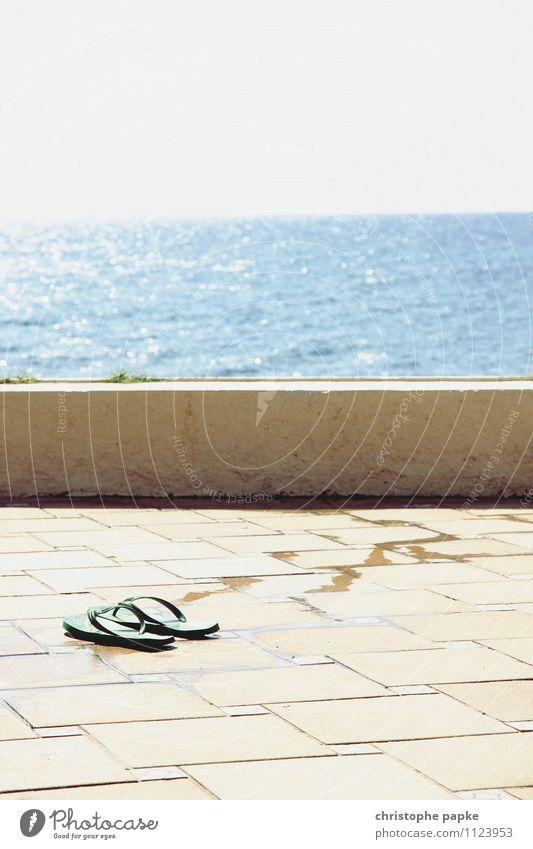 abgetaucht Lifestyle Schwimmen & Baden Ferien & Urlaub & Reisen Sommer Sommerurlaub Sonne Sonnenbad Meer Sonnenlicht Schönes Wetter Küste Mittelmeer Flipflops