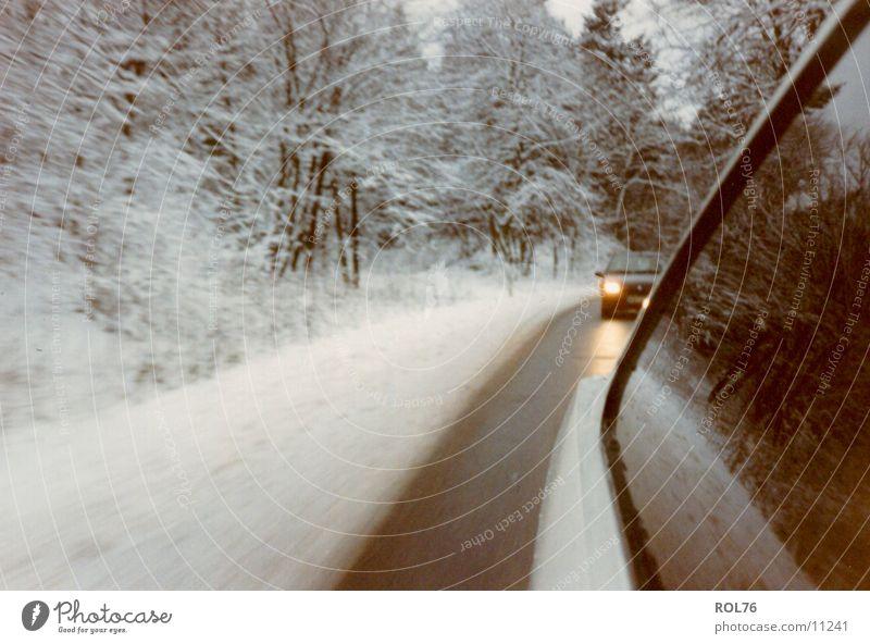 Snowcars Winter kalt Licht Wald PKW Schnee Eis Straße Verfolgung